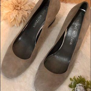 Brand new Stuart Weizmann gray suede heels